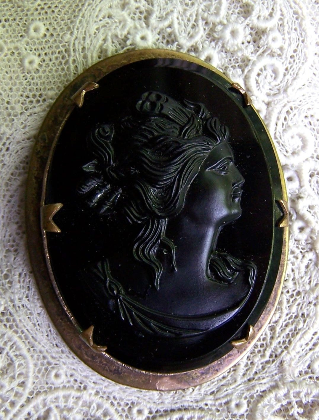 Antique Prong Set Black Cameo Pin