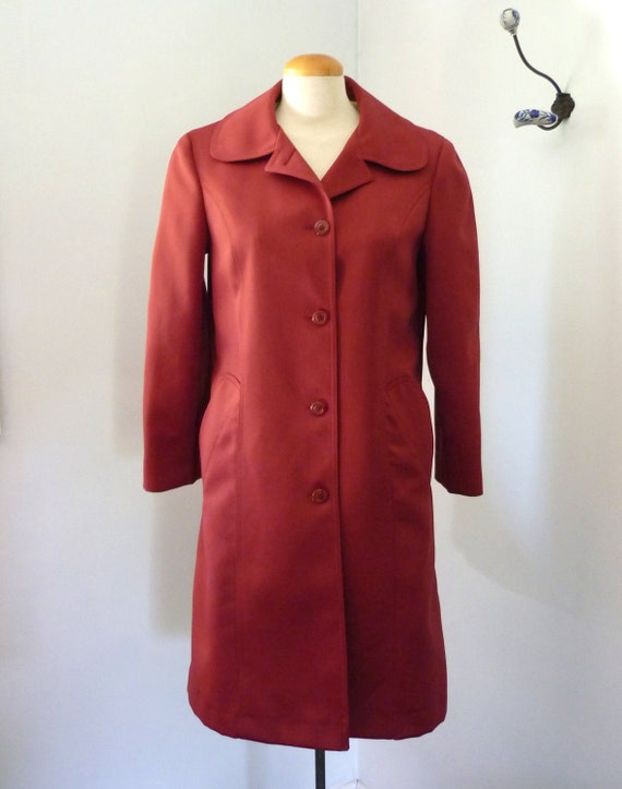 red trench coat -  cranberry trenchcoat with peter pan collar - London Fog