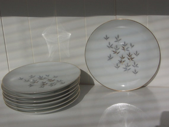 CLEARANCE SALE - 7 vintage gray and yellow leaves design 6 inch saucers / small plates - FLIGHT pattern / Trend China / made in Japan