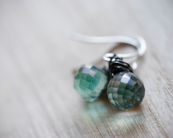 Dangle earrings - Green crystals and oxidized sterling silver