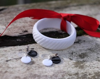 Vintage white plastic bangle bracelet and disk earrings from the 1970s