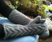 Bella Mittens in Stone Grey