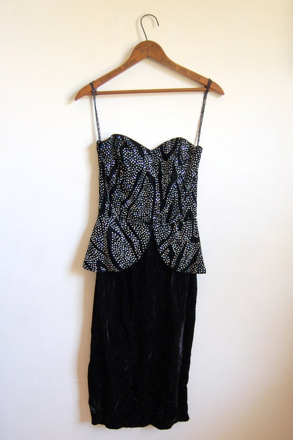 CLEARANCE SALE - Vintage Corset Dress - Strapless Crushed Velvet Cocktail Dress with Kick Pleat - Size Small