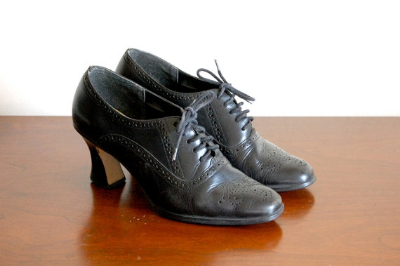 Vintage Oxford Heels - Classic Black Leather Spectator Oxford Shoes with Medium Heel - Size 8