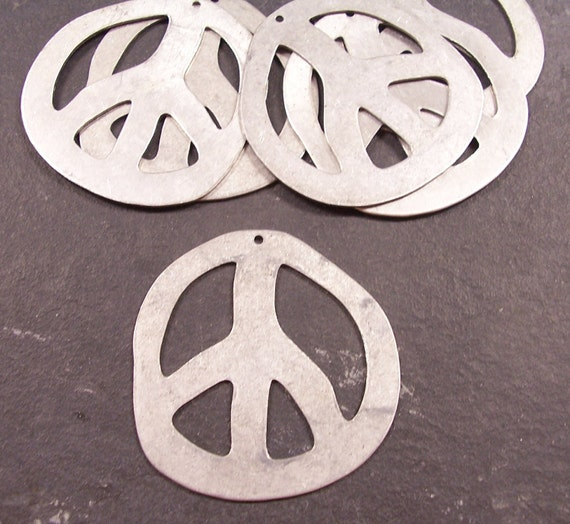 PEACE Signs Six (6) RETRO Funky Silver Peace Sign Pendants Groovy PeAcE Jewelry Destash (Y202)