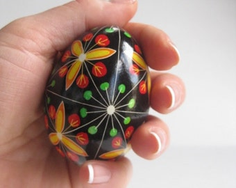 Trillium, traditional Ukrainian Easter,decorated chicken egg shell, can be customized gift, real chicken egg, great gift for someone special