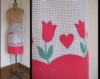 vintage Black & White Gingham Kitchen APRON with Red HEARTS and TULIPS