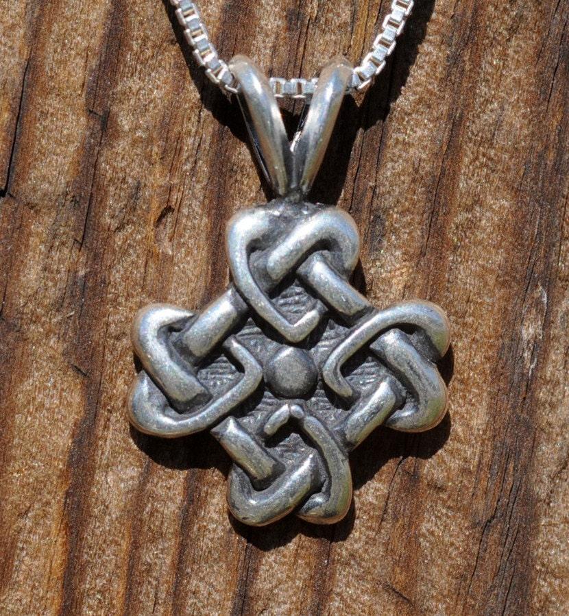celtic love knot pendant celtic jewelry. Black Bedroom Furniture Sets. Home Design Ideas