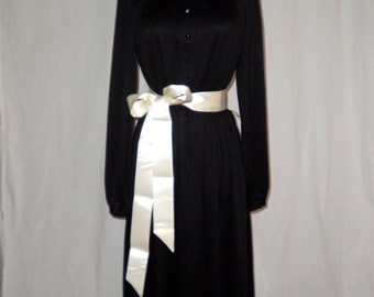 Black Scoop Neck 1960s Vintage Dress