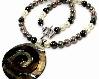 South Sea Shell Pearl Necklace and Earring Set - Black and White Pearl Necklace Set