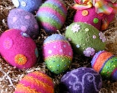 PATTERN-BOOKLET. A Knit & Felt Wool Eggs Pattern