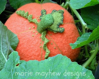 PATTERN-BOOKLET. A Knit & Felt Wool Pumpkin Pattern