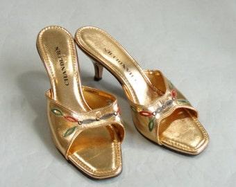 Vintage 1960s Kitten Heel Slides by  CHANDLER size 8AA in Gold Lame