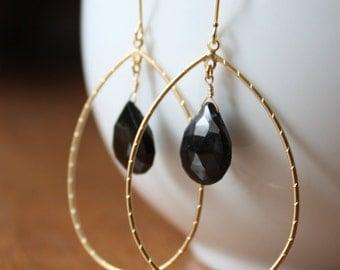 Black spinel pear gemstones and gold hoop frame earrings E27-GV5