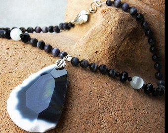 Summer Outdoors Statement Necklace Big Stone Necklace Black and White Faceted Agate Slab Pendant Cats Eye Necklace Modern Bold Fashion