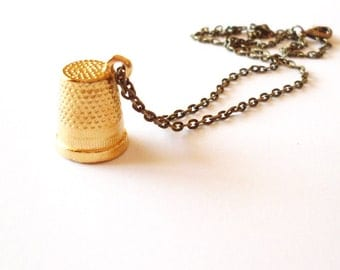 Wendy's Kiss Necklace Peter Pan Jewelry Gold Thimble Charm Darling Pendant Neverland Accessories Book Lover Unique Womens Gift For Her