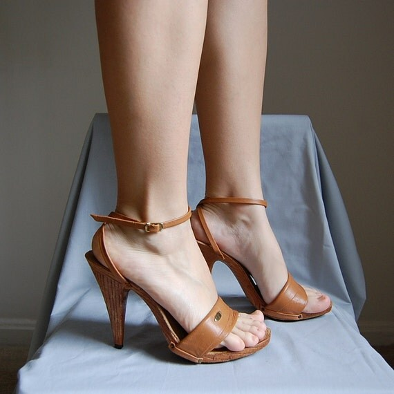 RESERVED for anna marie foreman...1970s BUTTERSCOTCH brown leather high heels 9