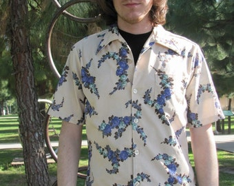 Vintage 70's Polyester Short-Sleeved Floral Print Men's Button Down Shirt Size Medium / Large