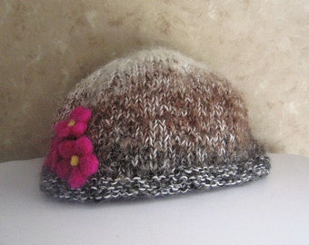 Hand knit hat with fuschia needlefelted flowers