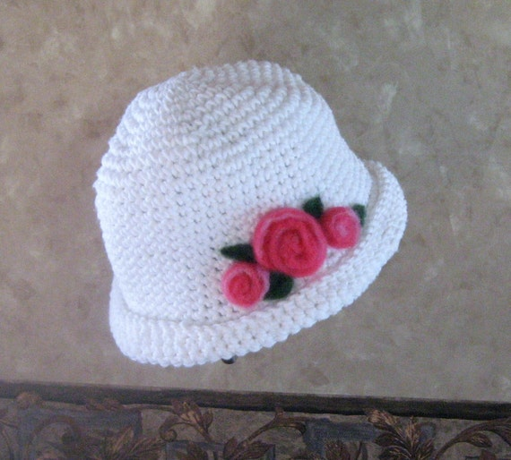 Hat, cotton crocheted with needlefelted pink roses