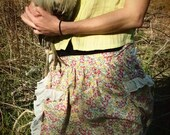 Floral apron with ruffles