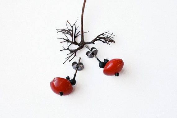 small stud earrings made of natural red nuts - botanical jewelry - ethnic earrings - eco friendly