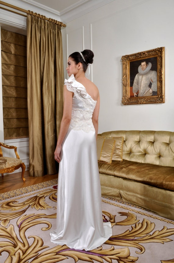 Bridal Gown Wedding Dress Embroidered with Vintage French