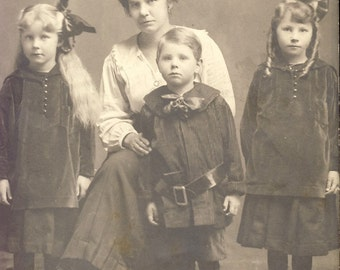 Mother with Three Beautiful Children all Wearing Bows Photo Postcard Circa 1905