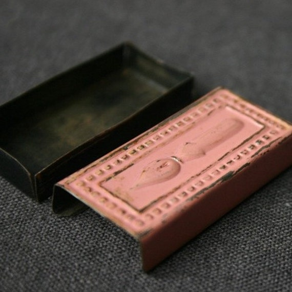 The tiny pink vintage secret case