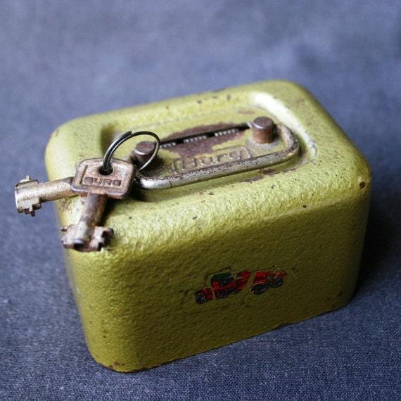 My little vintage money box.