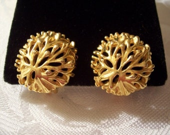 Sea Flower Plant Clip On Earrings Gold Tone Vintage Round Dome Open Disc Buttons