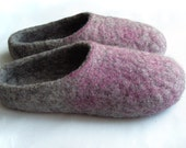Women house shoes / felted wool natural slippers, wool slippers, Eco gray Purple