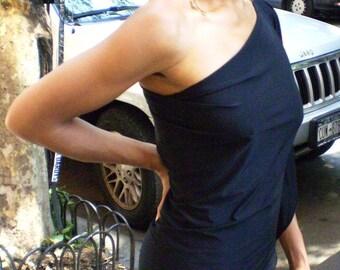 One shoulder elegant black dress