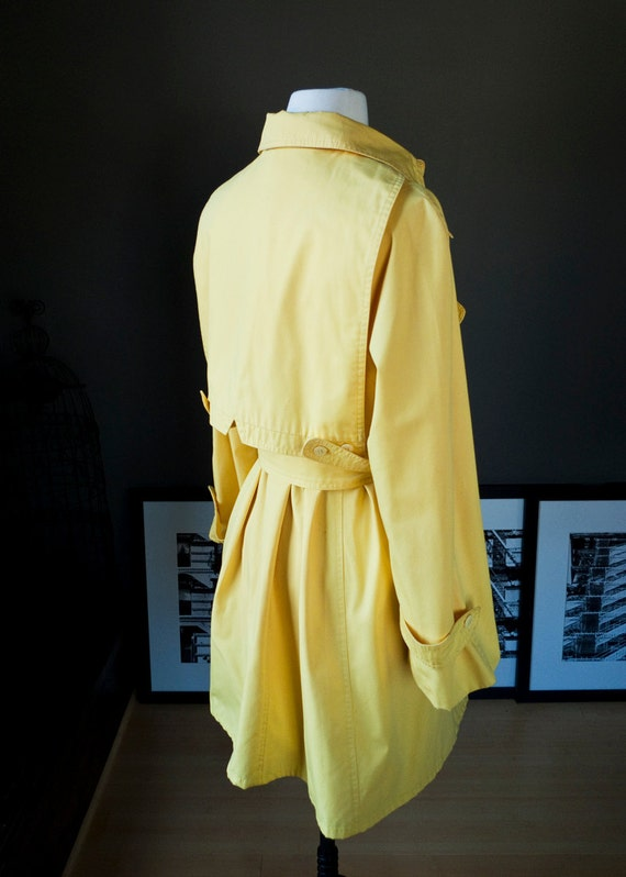 Raindrops and gumdrops... vintage yellow trench coat (m - l)
