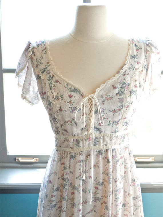 Crepuscule... Vintage Gunne Sax MAXI DRESS with CORSET ties and lace accents