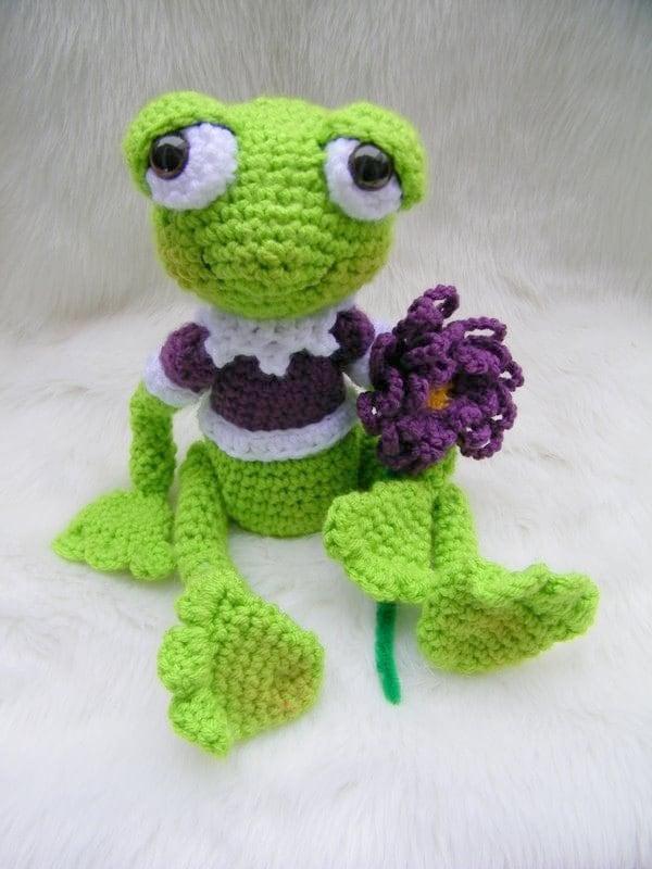 Free Crochet Pattern Frog Slippers : Crochet Pattern Frog by Teri Crews instant download PDF format
