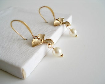 Gold Orchid Earrings With Pearls Boucles D'Oreilles Fleurs et Perles Or Gift Idea Bridal Jewelry