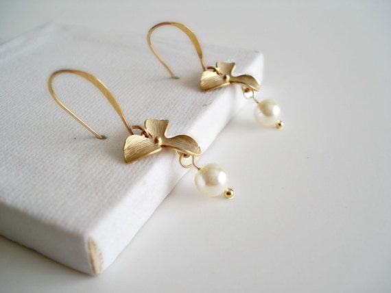 ON SALE Gold Orchid Earrings With Pearls Boucles D'Oreilles Fleurs et Perles Or Gift Idea Bridal Jewelry