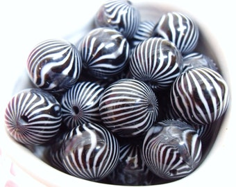 10x 13mm Black and White Stripe Resin Juicy Globe beads