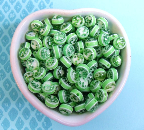 25x 10mm Resin Glitter Globe beads in Green