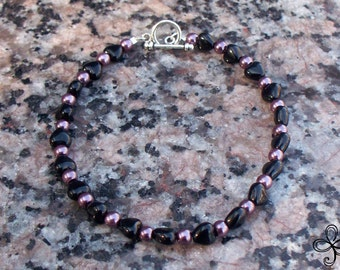 Black Heart and Pearls Glass Bracelet