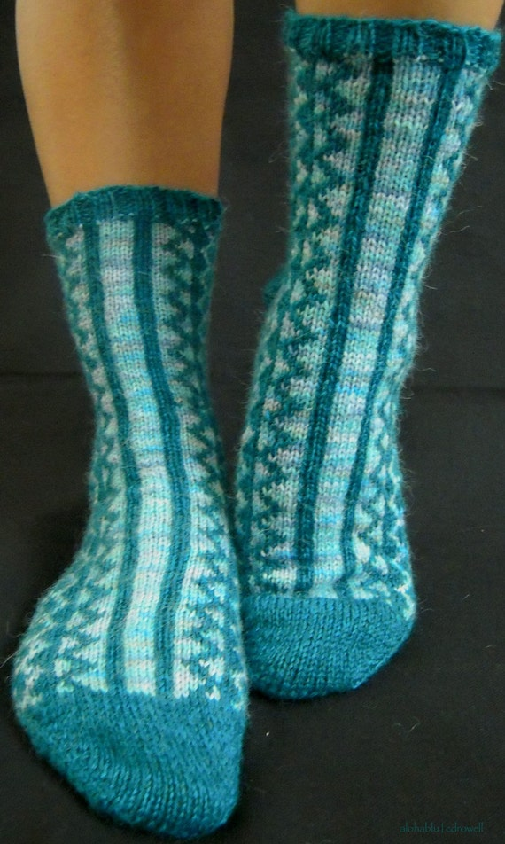 KNITTING PATTERN for Inlet Socks