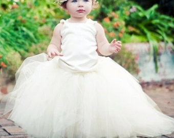 Classic Ivory Lace Flower Girl Dress with Train--Flower Color Extender----Perfect for Weddings or Portraits---Little Lady