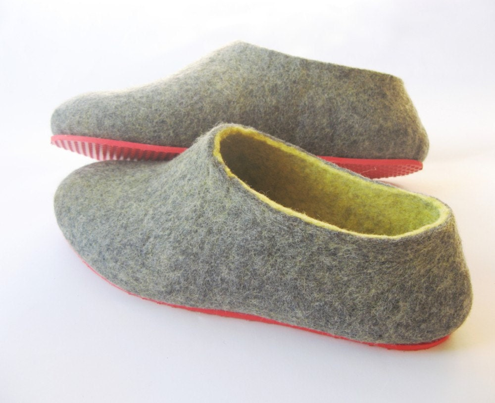 Pilgrim Purse ~ and Poetry: Knit Felt Slippers for Adults free pattern. I love the look of these slippers. Looks like a challenging pattern. Find this Pin and more on Knitting loves by Lisa Thompson-Goertz. Knitting Patterns Slippers Knit Felt Slippers for Adults-Similar to the Fiber Trends Clogs, but this pattern is .