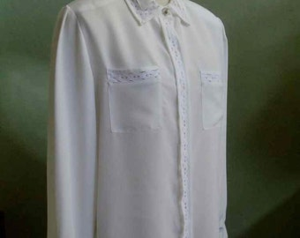 "Vintage 80's Jordan Long Sleeved Cream Blouse with Lace Accents Bust 44"" Waist 42"""