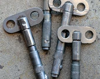 Vintage alarm clock winding knobs -- keys -- set of 4 -- D6