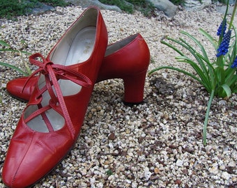 The Vintage 1960's Red Amalfi Lace-up Pump