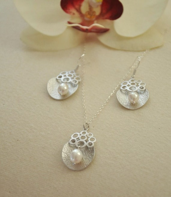 SALE- Was USD 50- Mise- Mod Pearl Jewelry Set- Great Bridesmaid Gift, Modern Style