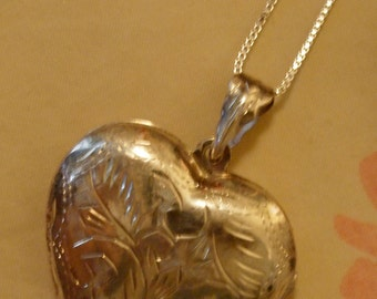 Sterling SILVER HEART Charm Necklace Locket With CHAIN Vintage 80's