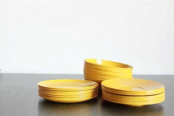 24 Piece Vintage Melamine Dish Set in Mustard Yellow